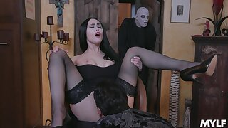 Amazing whore Gia Vendetti does her best as she works on cock