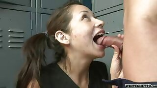 Teen Finds A Pervert Unsustained Off! Wait for Her Mouthful His Dick!