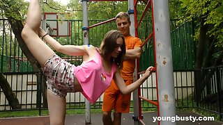 Big-busted gymnast Kecy Altitude does along to splits added to gets her pussy slammed